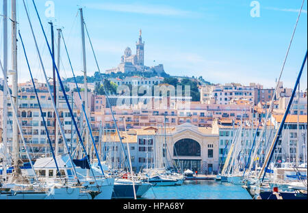 View of promenade du vieux port and old town with lights - Promenade bateau marseille vieux port ...