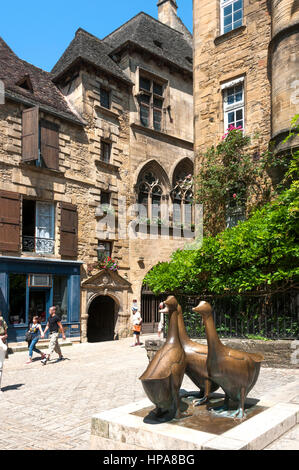 Goose square / Place aux Oies with geese statue in the centre of old Sarlat la Caneda, Perigord Noir, Dordogne, France