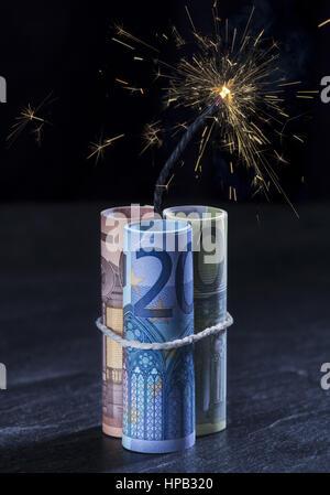 Euro-Scheine mit brennender Zuendschnur - Stock Photo