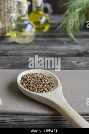 Leinsamen auf einem Holzloeffel, Studioaufnahme - Stock Photo
