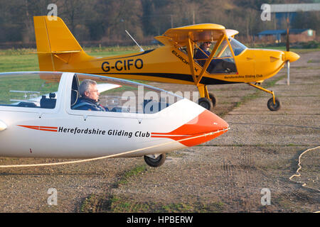 Grob G103 Twin Acro glider and pilot ready to fly with Eurofox glider tug plane behind at Shobdon airfield UK - Stock Photo