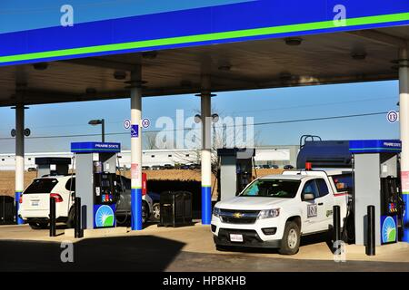 Vehicles being refueled at a service station in South Elgin, Illinos, USA. - Stock Photo