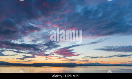 Twizel, Canterbury, New Zealand. Panoramic view across Lake Pukaki from Peters Lookout at dawn, pink clouds in sky. - Stock Photo