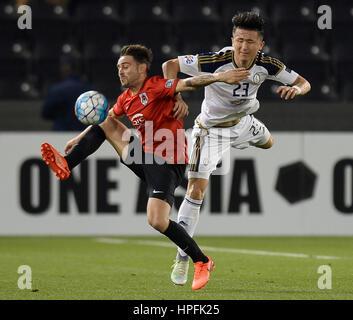 (170222) -- DOHA, Feb. 22, 2017 -- Qatar's AL Rayyan's Sergio Garcia (L) fights for the ball with UAE's Al-Wahda's - Stock Photo