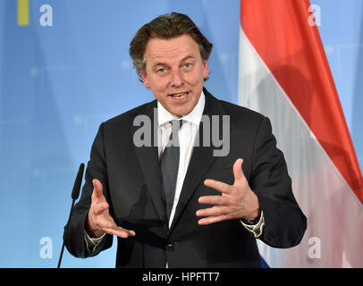Berlin, Germany. 22nd Feb, 2017. Dutch Foreign minister Bert Koenders speaks about his meeting with his German colleague - Stock Photo