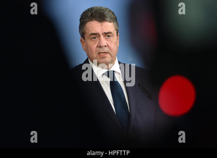 Berlin, Germany. 22nd Feb, 2017. German Foreign minister Sigmar Gabriel speaks about his meeting with Dutch Foreign - Stock Photo