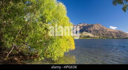 Arrowtown, Otago, New Zealand. Panoramic view across the tranquil waters of Lake Hayes to the Remarkables, Double - Stock Photo