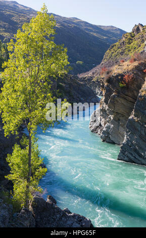 Cromwell, Otago, New Zealand. The turquoise waters of the Kawarau River rushing through the Kawarau Gorge downstream - Stock Photo