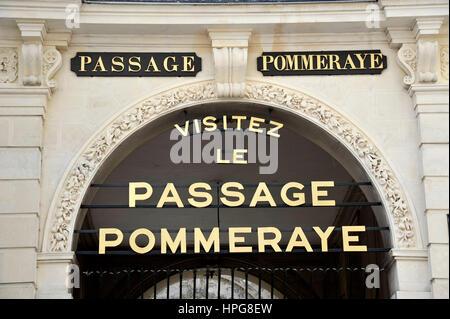 France, Pays de la Loire, Loire-Atlantique (44), Nantes, Passage Pommeraye entrance - Stock Photo