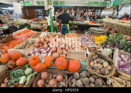 France, Paris (75), 3rd arrondissement, Le Marais, marche des Enfants Rouges - Stock Photo