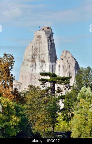 France, Paris. 12th district. Vincennes. Bois de Vincennes. The Vincennes Zoo rock seen from the Daumesnil lake - Stock Photo