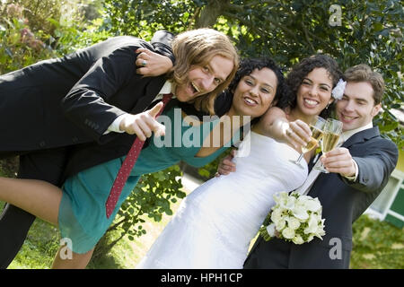 Model released , Brautpaar mit Trauzeugen - bridal couple with witnesses to a marriage - Stock Photo