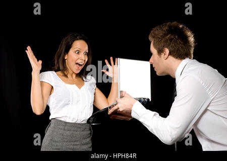 Geschaeftsleute mit Laptop - businesspeople with laptop, Model released - Stock Photo