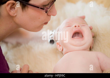 Model released , Mutter mit Baby - mother with baby - Stock Photo