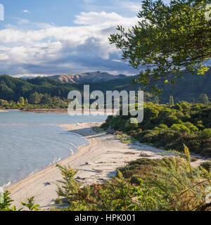 Abel Tasman National Park, Tasman, New Zealand. View over Sandy Bay from the Abel Tasman Coast Track near Marahau. - Stock Photo