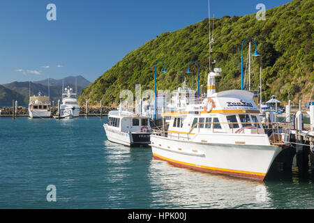 Picton, Marlborough, New Zealand. Boats moored alongside wooden jetty, Picton Harbour. - Stock Photo