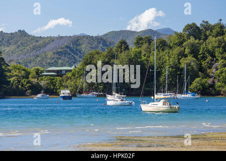Picton, Marlborough, New Zealand. Yachts anchored in the sheltered harbour at Ngakuta Bay. - Stock Photo