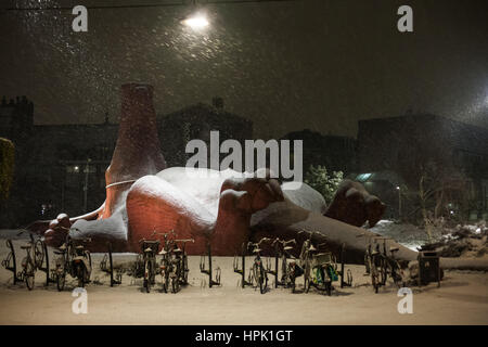 Giant pink aardvark sculpture covered in snow - Stock Photo