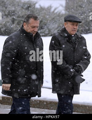 Moscow, Russia. 23rd Feb, 2017. Russian Federal Protective Service (FSO) director Dmitry Kochnev (L) and Russian - Stock Photo