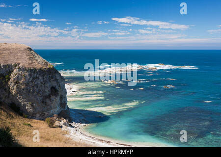Kaikoura, Canterbury, New Zealand. Clifftop view over Whalers Bay from the Kaikoura Peninsula Walkway. - Stock Photo