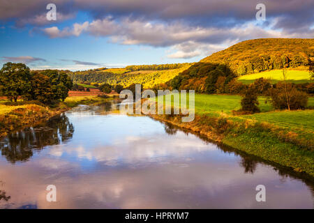 An autumn sunset over the river Wye and the Wye Valley in Monmouthshire, Wales. - Stock Photo