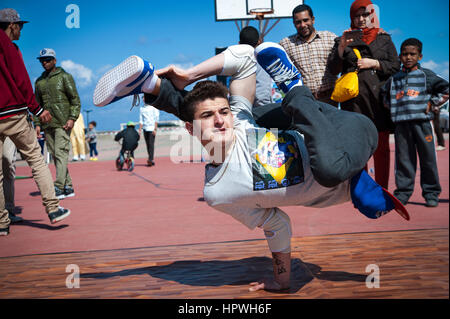Libya, Tripoli: Young guys breakdance at an open air dance and parkour festival. - Stock Photo