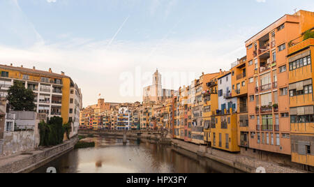 Onyar river crossing the downtown of Girona with bell tower of Basilica of Sant Feliu in background. Gerona, Costa - Stock Photo