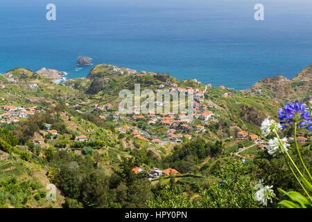 The northern coast of Porto da Cruz seen from the Miradouro Porto da Cruz, Madeira, Portugal. - Stock Photo