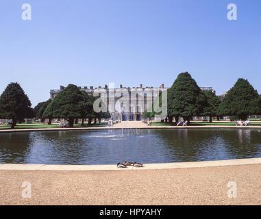 Fountain in East Gardens, Hampton Court Palace, Hampton, London Borough of Richmond upon Thames, Greater London, - Stock Photo