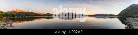 Sunrise, morning atmosphere, mountains reflected in Wanaka Lake, Rocky Peak, Glendhu Bay, Otago, Southland, New - Stock Photo