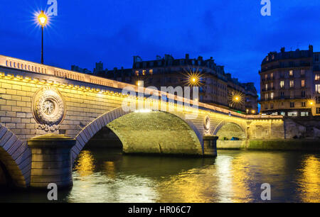 The pont Louis Philippe is a bridge across the river Seine. It is located in 4th arrondissement, it links the quai - Stock Photo