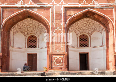 Delhi, India - 19 September, 2014: Worker rests in the shade of the Humayun's Tomb, UNESCO World Heritage. - Stock Photo