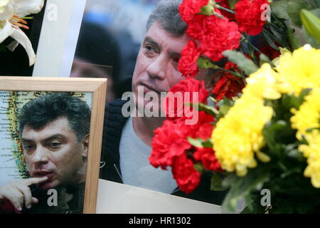 Moscow, Russia. 26th Feb, 2017. Portraits of Russian politician Boris Nemtsov on Bolshoi Moskvoretsky Bridge where - Stock Photo