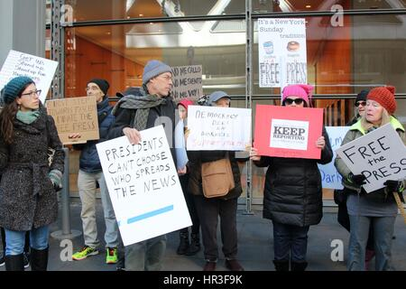 New York City, New York, US. 26th Feb, 2017. Hundreds of activists stood in silence outside the New York Times' - Stock Photo