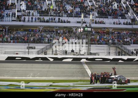 Daytona Beach, Florida, USA. 26th Feb, 2017. February 26, 2017 - Daytona Beach, Florida, USA: Kurt Busch (41) wins - Stock Photo