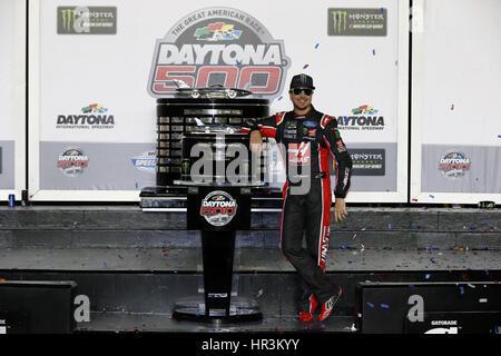 Daytona Beach, Florida, USA. 26th Feb, 2017. February 26, 2017 - Daytona Beach, Florida, USA: Kurt Busch (41) takes - Stock Photo