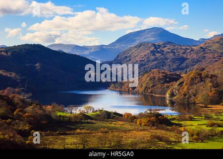 View along valley to Llyn Gwynant lake and Yr Aran in mountains of Snowdonia National Park in autumn. Nant Gwynant, Gwynedd, North Wales, UK, Britain