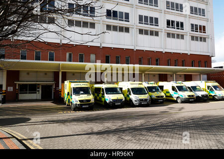 Accident and Emergency department building Leeds General Infirmary with Ambulance's standing outside. - Stock Photo