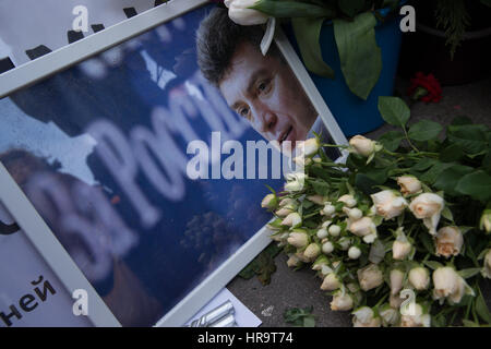 Moscow, Russia. 26th February 2017. Portrait  of Russian politician Boris Nemtsov and flowers on Bolshoi Moskvoretsky - Stock Photo