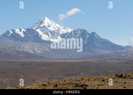 Huayna Potosi, a popular mountaineering summit in the bolivian Andes - Stock Photo