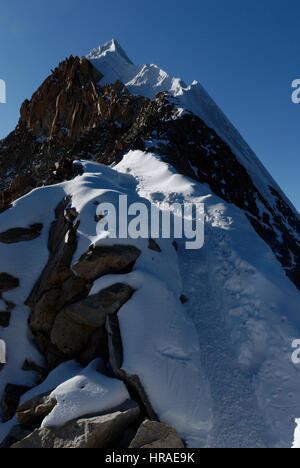 The steep summit ridge of Huayna Potosi in the Bolivian andes - Stock Photo