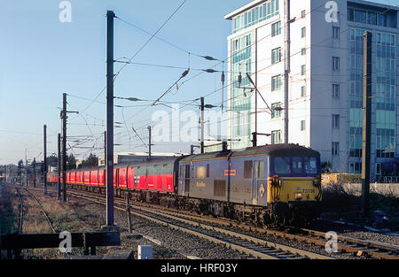 A pair of class 73 electro diesel locomotives top and tailing the a Travelling Post Office working at Mitre Bridge - Stock Photo
