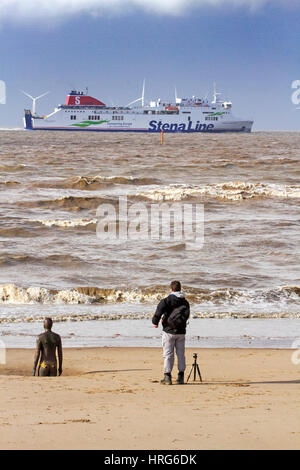 Crosby, Liverpool, UK. 1st Mar, 2017. UK Weather in Merseyside.  After a really cold wintry day yesterday, people - Stock Photo