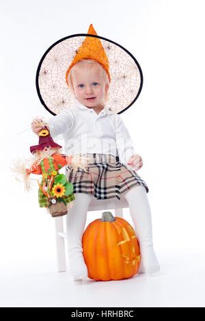 Model released, Kleines Maedchen im Halloween-Kostuem - little girl in halloween costume - Stock Photo