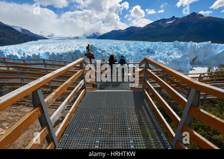 Two visitors at Perito Moreno Glacier in the Los Glaciares National Park, UNESCO, Patagonia, Argentina - Stock Photo