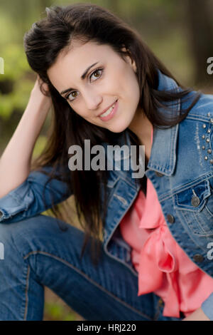 Junge, dunkelhaarige Frau - attractive, dark haired woman - Stock Photo