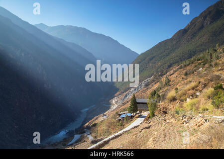 Village in Tiger Leaping Gorge, Yunnan, China - Stock Photo