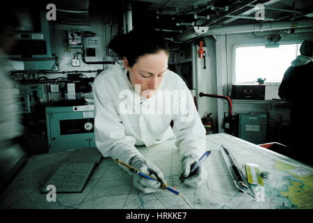AJAXNETPHOTO.2005.AT SEA, UK TERRITORIAL WATERS. - ROYAL NAVY TYPE 23 DUKE CLASS FRIGATE HMS KENT - WARFARE OFFICER - Stock Photo