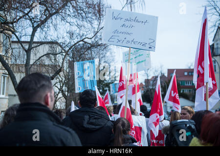 Stuttgart, Germany. 03rd Mar, 2017. Airport ground personnel represented by the service sector trade union Verdi - Stock Photo