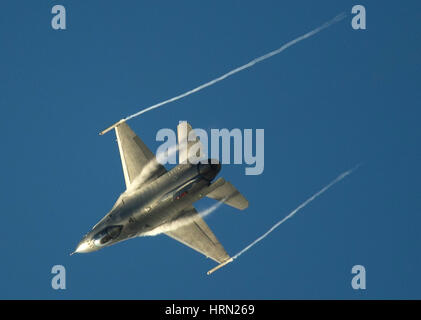 Australia, Melbourne. 3rd Mar, 2017. A F-16C fighter aircraft performs during the Australian International Aerospace - Stock Photo